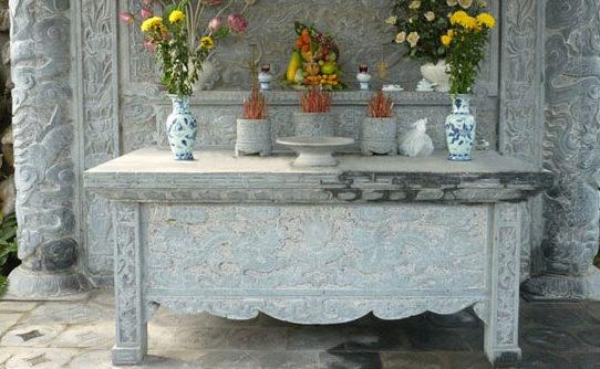 bàn thờ đá