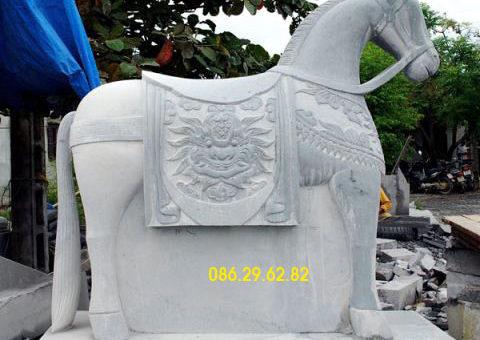 tượng ngựa đá